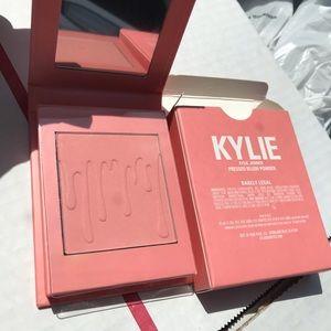 New Kylie pesées blushed powder barely legal
